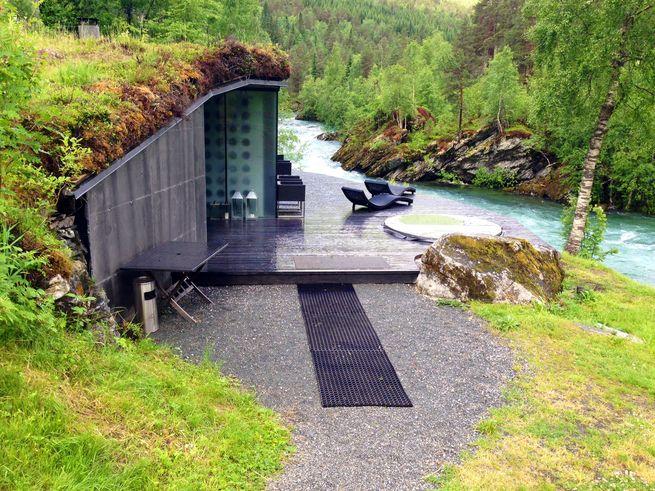 juvet-hotel-norway-spa-river