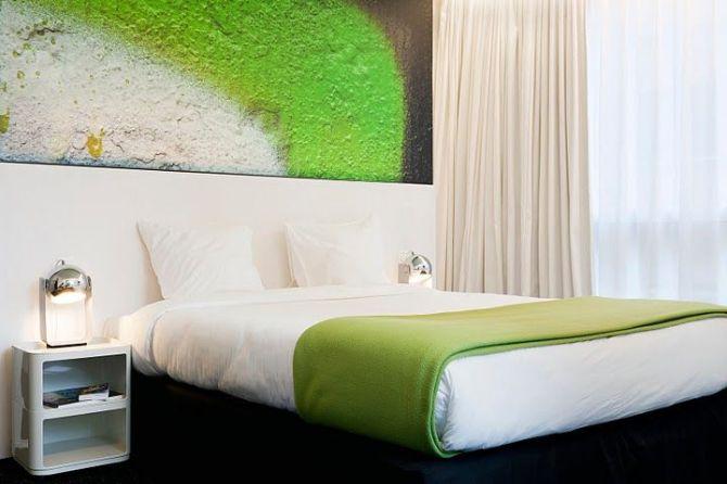 PantoneHotel_guestroom1