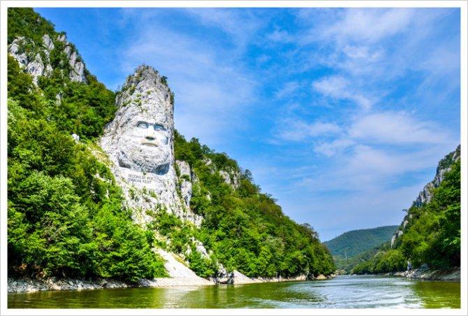 danube-river-decebal-carved-statue