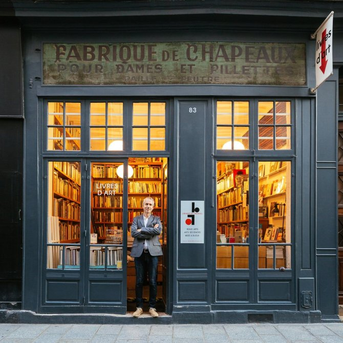 Librairie des archives When bookseller Stefan Perrier was renovating the space to open a bookshop in 2002, he uncovered the hat factory sign from the 1920s and decided to keep it. Perrier sells books on art, design, fashion and jewellery.